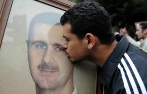 assad_supporter_kissing_edited_