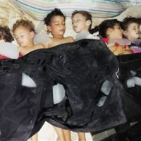 Terrifying: the photo of the children put on ice by the terrorists thugs for the time to prepare the staging (ENG-ITA)