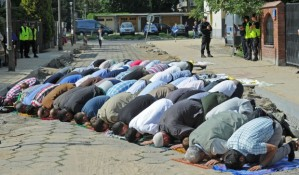 MUSLIMS IN POLAND PRAY FOR PEACE IN EGYPT AND SYRIA