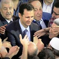 Video: President al-Assad surrounded by people in Damascus mosque after praying during the celebration of the Prophet Mohammad's birthday