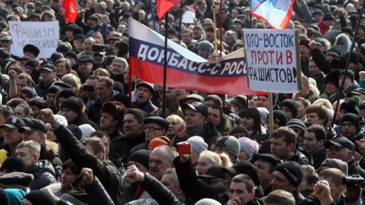 anti-maiden-pro_russian-protesters-1