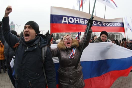anti-maiden-pro_russian-protesters-4