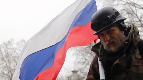 Russian flag raised on Crimea parliament building-4