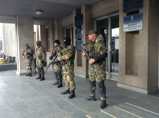 Supporters of a referendum on transforming Ukraine into a federation at the entrance to the building of the Slavyansk