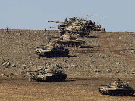A-column-of-Turkish-tanks-and-soldiers-closing-off-Kobani