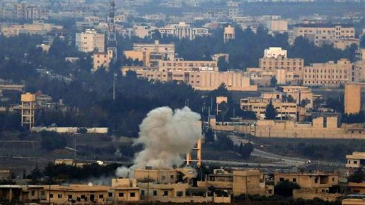Smoke billows from buildings in Syria's Israeli-occupied Golan Heights near the city of Quneitra on November 18, 2014. (AFP Photo)