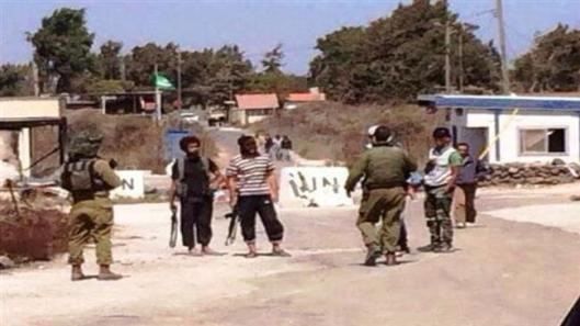 Israeli soldiers-with-terrorists in Golan-2