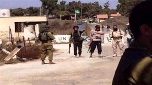 Israeli soldiers-with-terrorists in Golan-3
