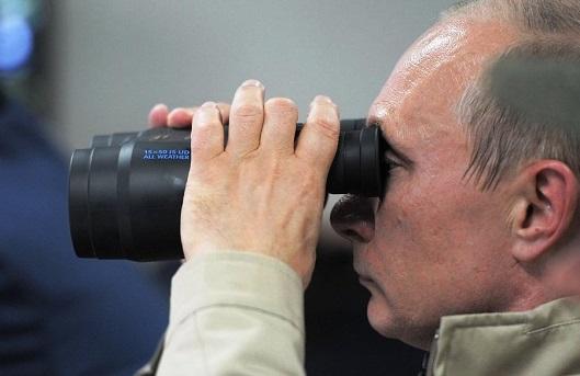 putin-binocular-20150407-529x343
