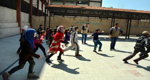 Residents-flee-Yarmouk-Camp-14