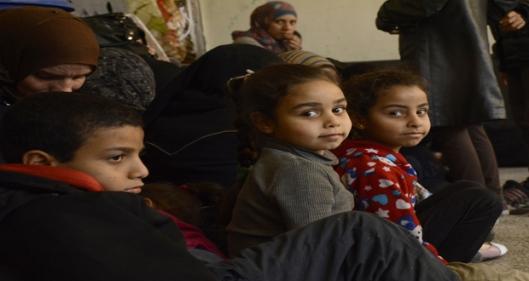 Residents-flee-Yarmouk-Camp-15