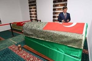 Turkish rat Davutoğlu sneaked into Syria to visit Suleyman Shah tomb