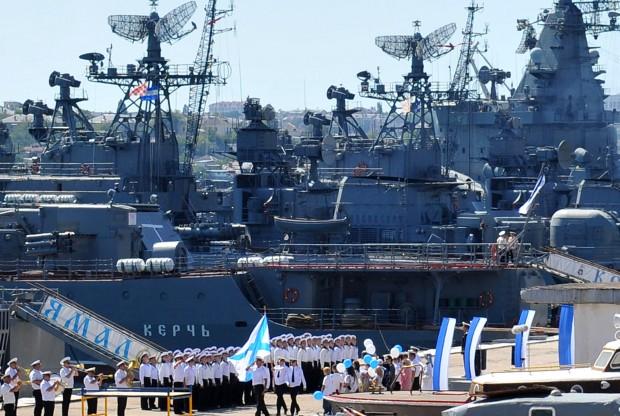 القوة البحرية الروسية تحديث الأسلحة والقواعد وتعزيز الانتشار Russian-navy-in-syrian-waters