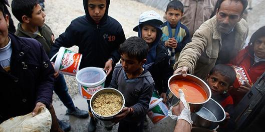aid distribution among refugees-4