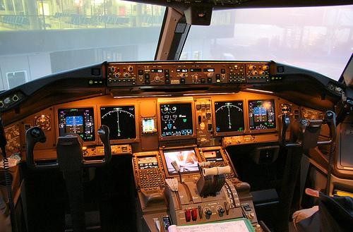 777-200cockpit