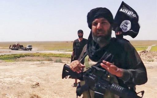 daesh-mercenary-with-USA-made-M4