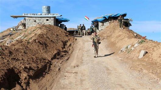 A picture taken on Jan. 11, 2016 shows Kurdish Peshmerga forces monitoring trenches in Daquq in Kirkuk. ©AFP