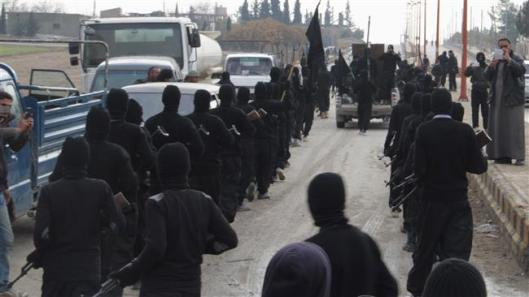 Daesh Takfiri terrorists in the Syrian town of Tal Abyad, near the border with Turkey, on January 2, 2014 (Reuters)