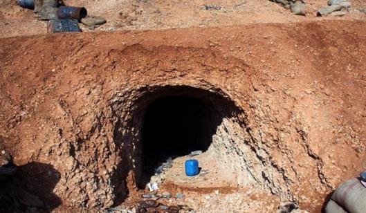 Syrian Army Detonates Tunnels under ISIL Positions in Deir Ezzur